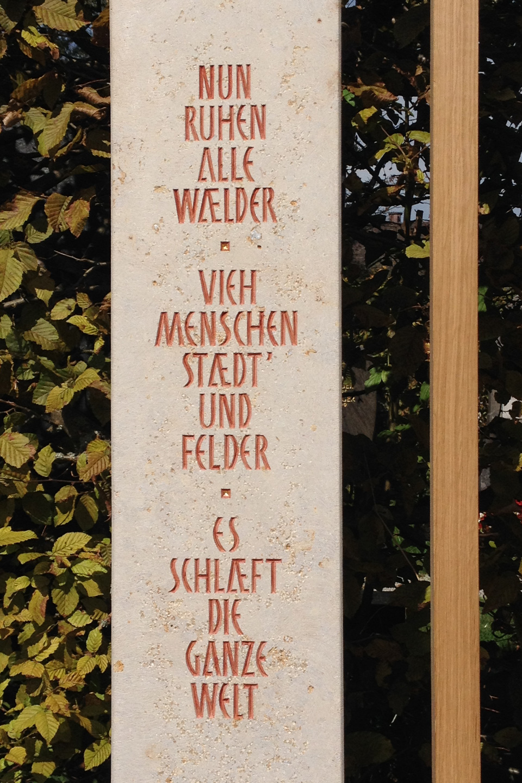00a_Grabmal Eichenkreuz mit Jura Kalk_960x1440