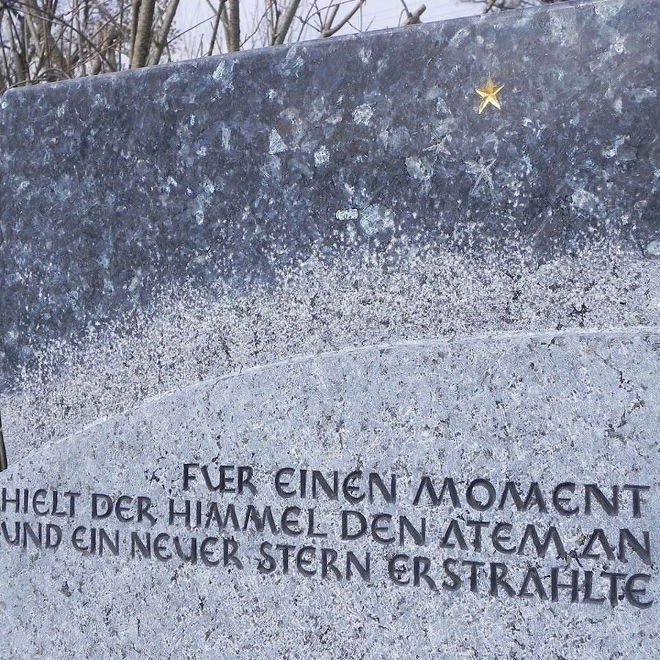 00a_Grabmal Kleinhelfendorf_960x960